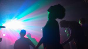 Tanssilattian tunnelmaa klubilla Ukrainan Harkivissa