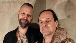 Jesper Norkko och Pete Dolls från Blackribbon poserar.
