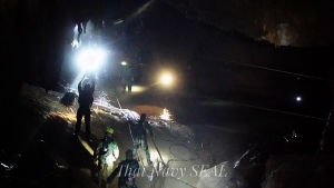 Räddningsoperation i thailändsk grotta.