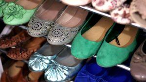 Ballerinaskor i olika färger.