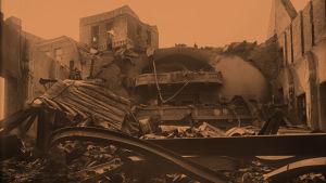 Helsingin Työväentalo pommituksen jälkeen 1918.