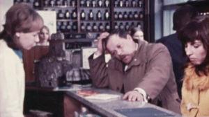 Mies ja nainen sohvalla Tietoiskussa (1972)