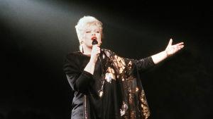 Anneli Saaristo laulaa Euroviisuissa vuonna 1989 La dolce vita.