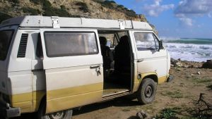 Volkswagen T3 Westfalia asuntoauto, jossa Madeleine McCannin katoamisesta epäilty mies asui Praia de Luzin alueella 2007.