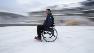 Dodsstortade i rullstol utreds nu