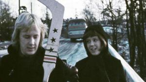 Matti Poskiparta ja Tuija Ahvonen elokuvassa Niilon oppivuodet.