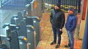 Brittisk polis publicerade 2018 övervakningsbilder från en tågstation i Salisbury på männen som kallade sig Aleksandr Petrov och Ruslan Bosjirov och som nu dyker upp i det tjeckiska sammanhanget igen.