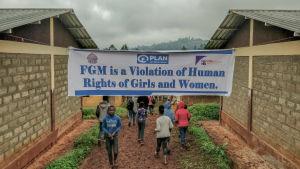 Tyttöjen mielenosoitus sukuelinten silpomista vastaan