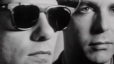 Pet Shop Boys. Kuvakaappaus musiikkivideosta Being Boring.