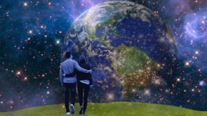 Oändligheten illustrerad genom ett par som tittar på jorden från en annan planet.