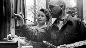 Sally Salminen och hennes man, målaren Johannes Dührkop på 1940-talet.