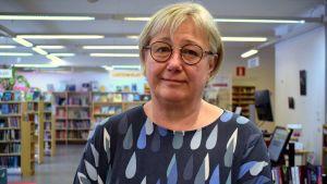 Eija Sjöblom i Dalsbruks bibliotek.