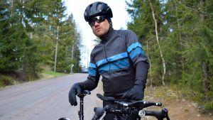 Toni Lund med sin cykel.