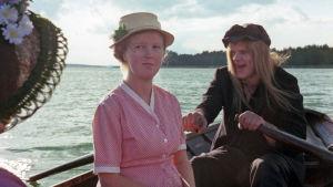 Leena Uotila ja Vesa-matti Loiri elokuvassa Rakastunut rampa (1975).
