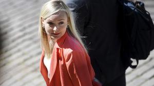 Sisäministeri Maria Ohisalo poistuu hallituksen neuvotteluista Säätytalolta Helsingissä 11. kesäkuuta