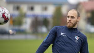 Timo Furuholm harjoittelee