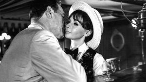 Eddie Constantine ja nainen elokuvassa Puhdasta jälkeä (Lucky Jo).