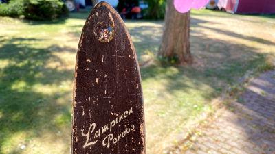 Gammal träskida tillverkad ava Lampinen i Borgå