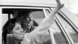 Carmen Mikiver ja Sam Huber elokuvassa Hysteria