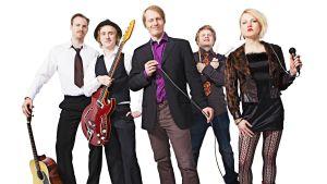 Kuvassa The Everlast -orkesteri, näyttelijät vasemmalta: Tommi Rantamäki, Ylermi Rajamaa, Juha Pulli, Paavo Kinnunen ja Helmi-Leena Nummela.