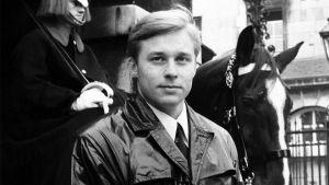Yles arkiv: Pertti Salolainen som korrespondent i London 1967