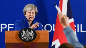 Theresa May under ett presstillfälle.