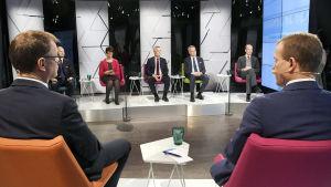 Finska partiledare i TV-studio.