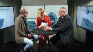 En bild från en debatt mellan biskopsvalskandidater för borgå stift