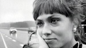 Carmen Mikiver elokuvassa Hysteria