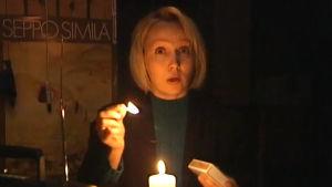 Toimittaja kertoo Y2K:sta kynttilän ja radion äärellä.