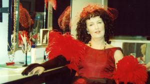 Leena Uotila Helsingin kaupunginteatterin näytelmässä Tango.
