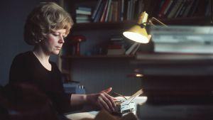 Marja-Leena Mikkola kotonaan.1970