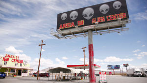 Area 51 Alien Center skylt