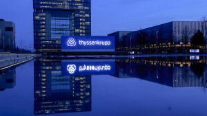 Thyssenkrupps kontor och logo i blått.