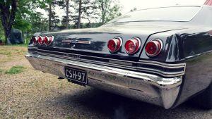 Baklyktorna på en chevrolet impala.
