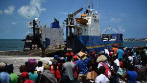Människor evakueras från Abaco till Nassau efter att öriket drabbats orkanen Dorian.