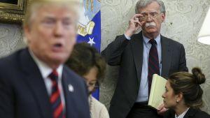 John Bolton katsoo Donald Trumpia