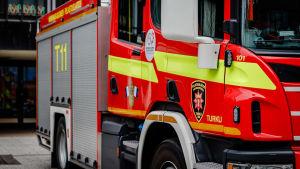 Brandbil som hör till Egentliga Finlands räddningsverk.
