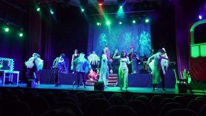 Dansscen i föreställningen Vaude!