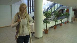 Irene Grönstrand anmäler sig till vuxengymnasiet.