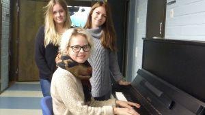 Malin Olkkola, Emma Ruuhinen och Sofia Saarikko är engagerade i musikalen Sista chansen