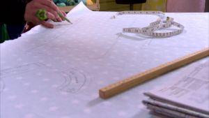 Rita varje del i mönsterpappret, skriv ut vilken del, anvisningar och sömsmån