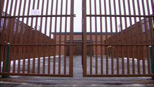 Vankilan portit sulkeutuvat.