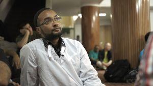 Mazin Yassin i en moské.