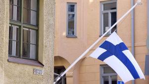Sorgflaggning med anledning av president Koivistos bortgång.