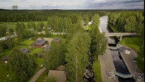 Ilmakuvassa Repolan kylä ja Kerkonkosken kanava kesällä.