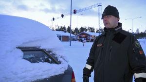 Övergränsbevakare Petteri Portti jobbar vid raja-Jooseppi gränstation