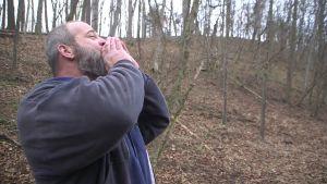 John Paul Hott kallar på korna i West Virginia, USA.