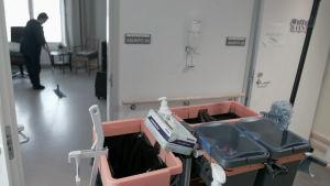 En del filippinska sjukskötare har erbjudits städarbete i Finland.