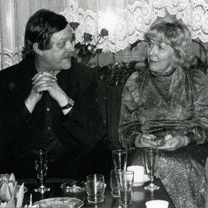 Kari Suomalainen ja Meri Louhos yksityisissä juhlissa 1980.